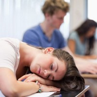 How to Help Your Teenager Sleep Well This School Year