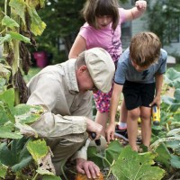 Source: Mother Earth News, Gardening in the community includes all ages